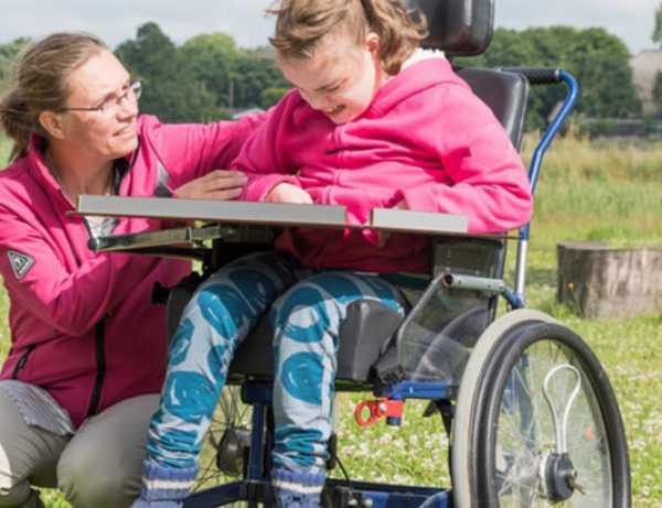 Показываем, как живут они и их родители на примере одной семьи из один день мамы двух детей-инвалидов: ключ к выживанию.