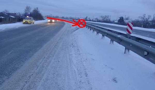 ДТП в Хакасии: автоледи наехала на ограждение по дороге из Красноярска в Абакан